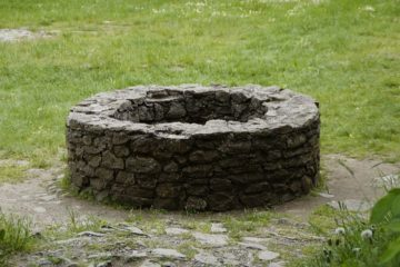 pic of stone well